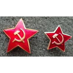 Comparativa de tamaño entre estrella de ushanka (izquierda) y de pilotka (derecha)