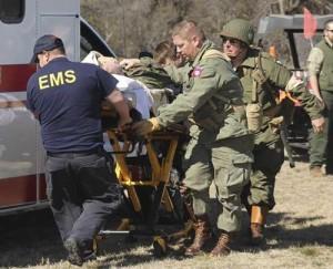 Recreador herido es evacuado  de un evento por paramedicos